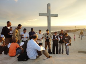 Seminaristas na Cruz do PAPA - Praia