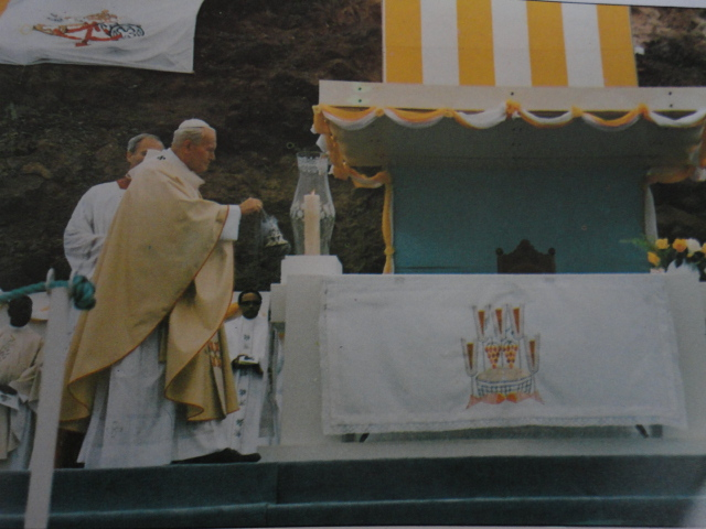 Papa João Paulo II na Igreja de Nossa Sra da Graça, Praia, 1990